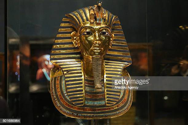 the death of tutankhamen Scientists have finally discovered how king tutankhamun died, nearly a century after the boy-pharaoh's tomb king tutankhamun died from broken leg made worse by malaria updated: 07:06 edt, 17 tut, who became pharaoh at the age of 10 in 1333 bc, ruled for just nine years until his death.