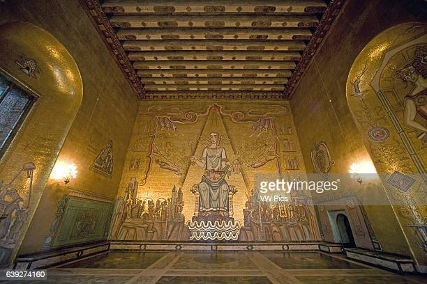 Gyllene Salen is a banqueting hall in Stockholm City Hall It received its name when its walls were decorated by mosaics created by the artist Einar...