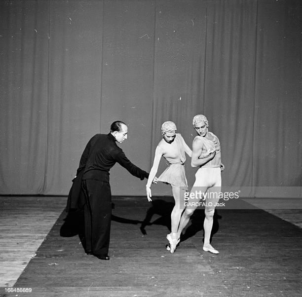 The Grand Ballet Of Marquis De Cuevas France Paris 9 juillet 1955 Jorge Cuevas BARTHOLIN dit le 'marquis de Cuevas' est un mécène directeur de ballet...