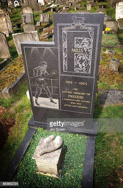 The grave of champion boxer Freddie Mills at New Camberwell cemetery on March 16 2009 in South London England Mills was the world lightheavyweight...