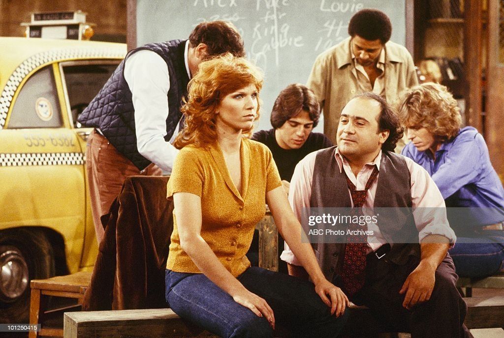 TAXI - 'The Great Race' - Airdate November 6, 1979. (Photo by ABC Photo Archives/ABC via Getty Images) JUDD HIRSCH;MARILU HENNER;TONY DANZA;DANNY DEVITO;J ALAN THOMAS;Jeff Conaway