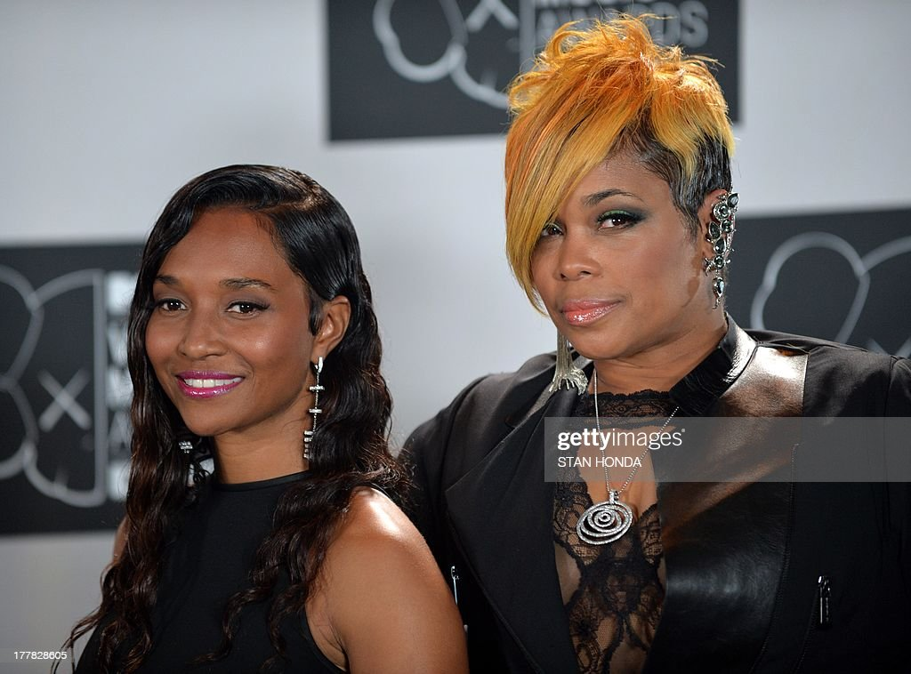 The group TLC, Rozonda Chilli Thomas (L) and Tionne T-Boz Watkins (R) at the MTV Video Music Awards August 25, 2013 at the Barclays Center in New York. AFP PHOTO/Stan HONDA
