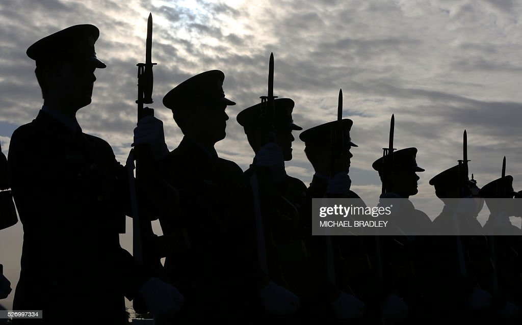 The Guard of Honour waits to be inspected by French Prime Minister Manuel Valls during a welcome ceremony at the Auckland War Memorial Museum in Auckland on May 2, 2016. Valls arrived in New Zealand on May 1 after visiting the French Pacific territory of New Caledonia, with officials in his delegation confirming that he will detour to Australia later on May 2. / AFP / MICHAEL