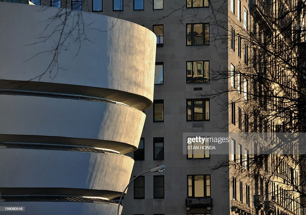 The Guggenheim Museum (L) on Fifth Avenue January 7, 2013 in New York. AFP PHOTO/Stan HONDA