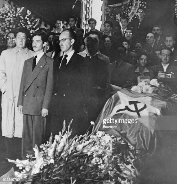 The hammer and sickle emblem is draped over the casket of Frida Kahlo wife of Mexican leftist muralist Diego De Rivera at the Palace of Fine Arts in...