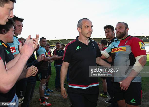 The Harlequins players applaud Conor O'Shea the departing Harlequins' Director of Rugby from the field after the Aviva Premiership match between...