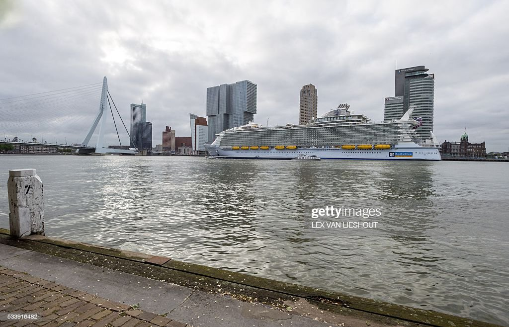 The Harmony of the Seas, the largest cruise ship in the world, which can carry 6,360 passengers and a crew of 2,394 members, arrives in the Harbour of Rotterdam, on 24 May 2016. / AFP / ANP / Lex van Lieshout / Netherlands OUT