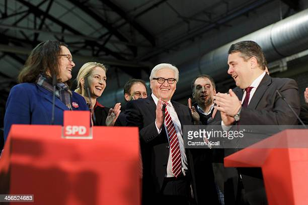 The head of the German Social Democrats Andrea Nahles Manuela Schwesig FrankWalter Steinmeier and Siegmar Gabriel present the results of the member...