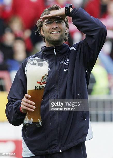 The headcoach of Mainz Juergen Klopp celebrates after the Bundesliga match between FSV Mainz 05 and FC Bayern Munich at the Bruchweg Stadium on May 7...