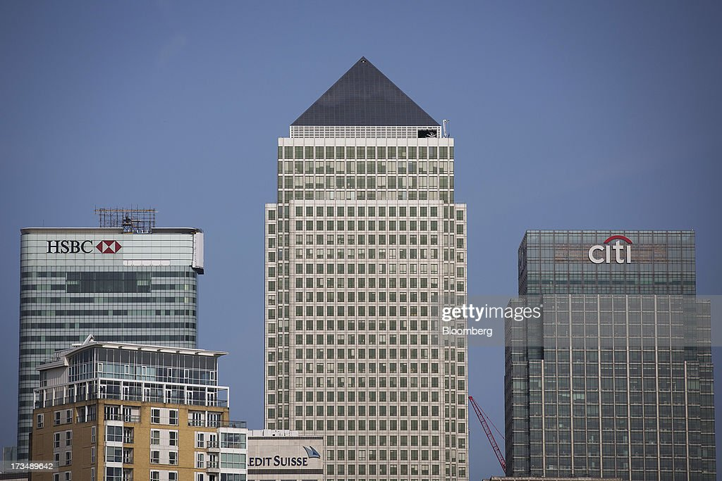 The headquarters of HSBC Holdings Plc left and Citigroup Inc's offices right stand near No 1 Canada Square also known as Canary Wharf Tower in the...