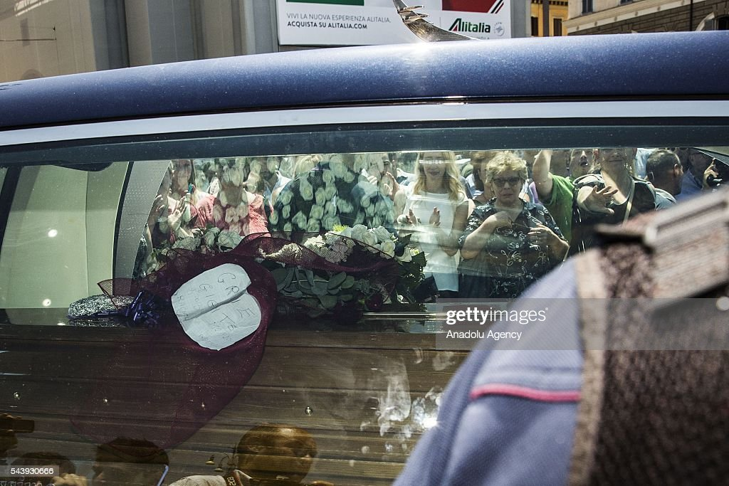 The hearse carrying the coffin of Italian actor Carlo Pedersoli also known as Bud Spencer leaves the Santa Maria in Montesanto at Piazza del Popolo in Rome, Italy, 30 June 2016.