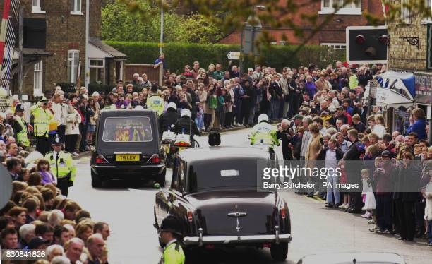 The hearse carrying the coffin of Queen Elizabeth the Queen Mother passes through Datchet as it travels to to St George's Chapel in Windsor where she...