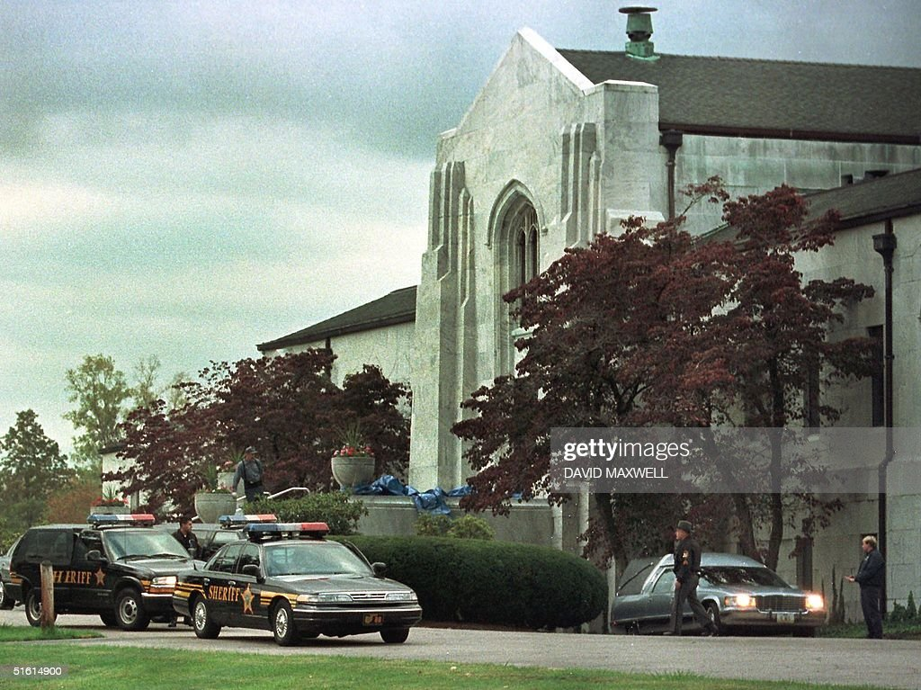 The hearse carrying the exhumed remains of Marilyn Sheppard emerges from the mausoleum at Knollwood cemetery 05 October 1999 in Mayfield Heights Ohio...