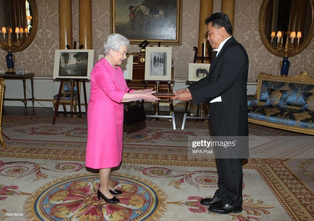 The High Commissioner for Samoa, His Excellency Fatumanava Dr. Pa'olelei Luteru, presents his Letter of Credentials to Queen <a gi-track='captionPersonalityLinkClicked' href=/galleries/search?phrase=Elizabeth+II&family=editorial&specificpeople=67226 ng-click='$event.stopPropagation()'>Elizabeth II</a> at Buckingham Palace on November 14, 2012 in London, England.