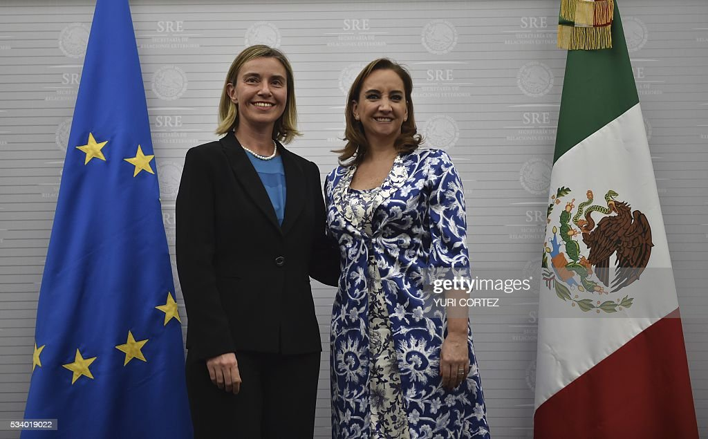 The High Representative of the European Union (EU) for Foreign Affairs and Security Policy, Federica Mogherini (L) and Mexican Foreign Minister Claudia Ruiz Massieu pose for pictures after offering a joint press conference at the Foreign Ministry in Mexico City on May 24, 2016. Mogherini is on a two-day visit to Mexico. / AFP / YURI
