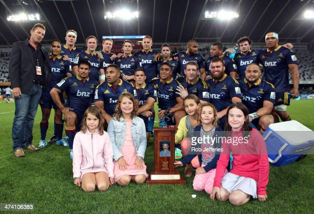 The Highlanders and the late Gordon Hunters family pose for a photo after the Highlanders win during the round two Super Rugby match between the...