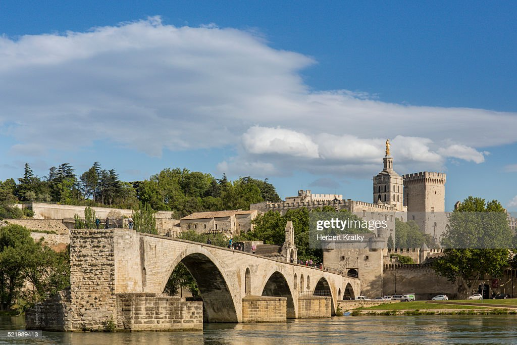 The historic bridge of Avignon with the papal palace in the background, Avignon, Departement Vaucluse, Provence-Alpes-Cote d?Azur, France