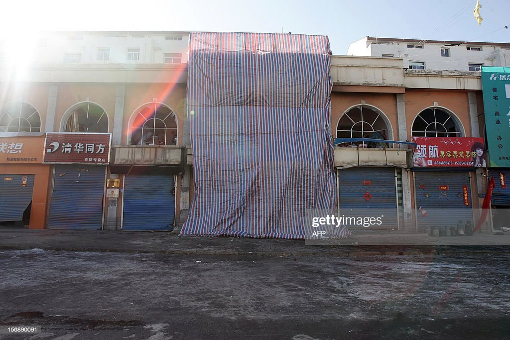 The hotpot restaurant where an explosion took place is covered with plastic sheetings in Shouyang County, north China's Shanxi Province on November 24, 2012. The accident ripped through the restaurant killing 14 people and injuring another 47, state media reported. CHINA OUT AFP PHOTO
