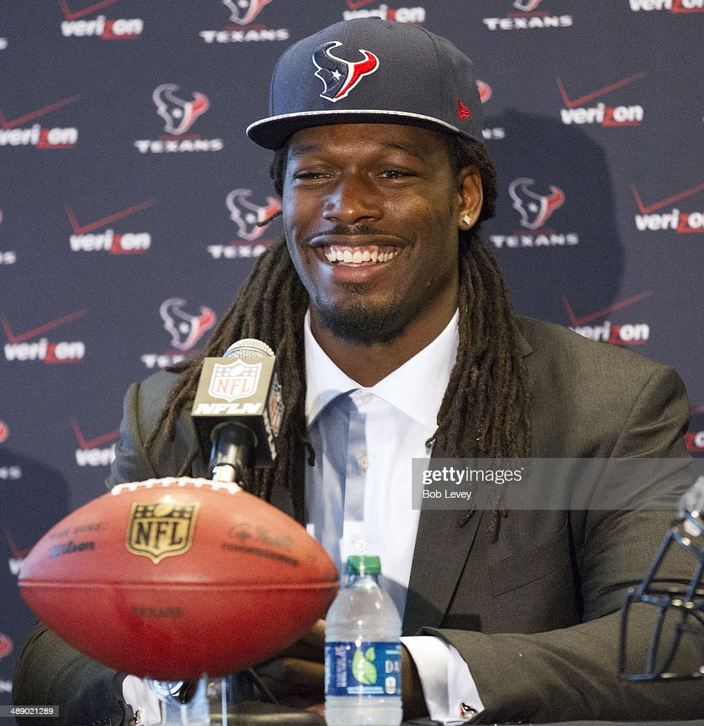 The Houston Texans introduce <a gi-track='captionPersonalityLinkClicked' href=/galleries/search?phrase=Jadeveon+Clowney&family=editorial&specificpeople=7471550 ng-click='$event.stopPropagation()'>Jadeveon Clowney</a> during a press conference at Reliant Stadium on May 9, 2014 in Houston, Texas. Clowney was selected by the Texans with the first overall pick in the 2014 NFL draft.