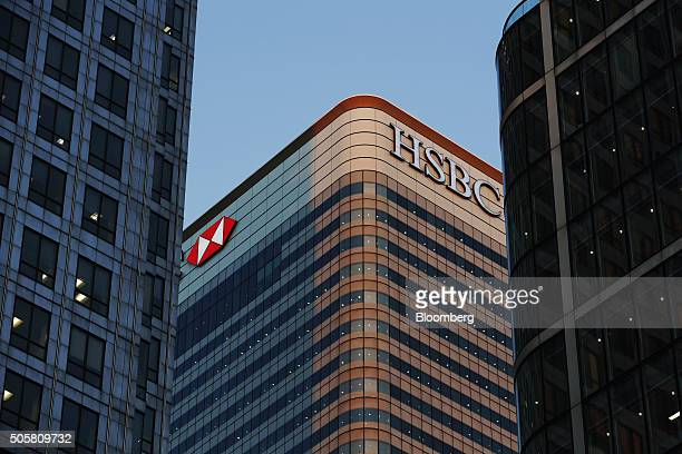 The HSBC Holdings Plc headquarter skyscraper offices stand in the Canary Wharf business financial and shopping district at dusk in London UK on...