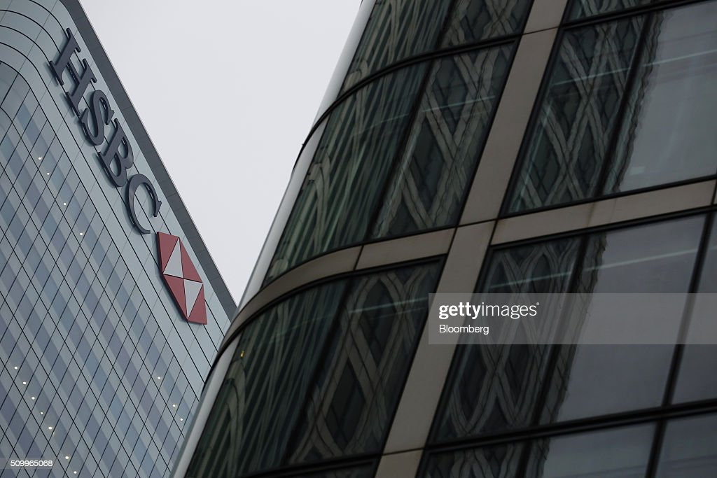The HSBC Holdings Plc headquarters, left, stand in the Canary Wharf business, financial and shopping district in London, U.K., on Saturday, Feb. 13, 2016. HSBC's board will meet on Sunday to decide whether to shift its headquarters from London, according to two people with knowledge of the decision. Photographer: Luke MacGregor/Bloomberg via Getty Images