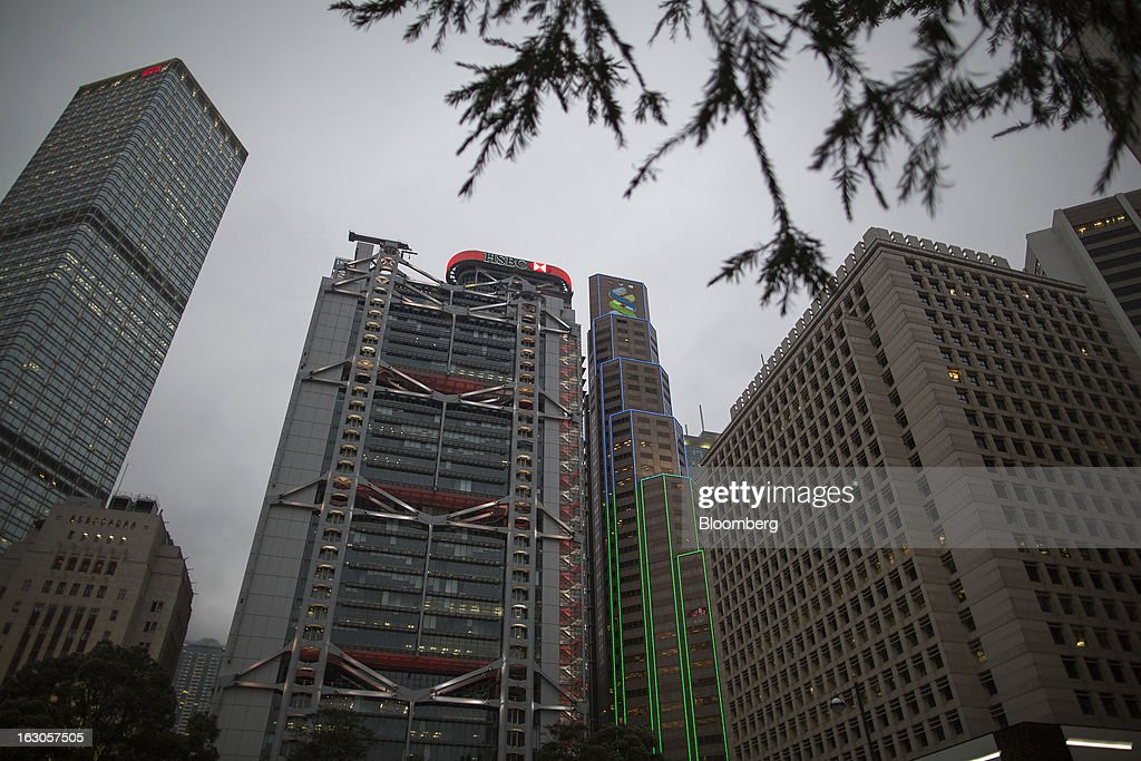 The HSBC Main Building, center, and the Standard Chartered Bank Building, center right, stand in the central district of Hong Kong, China, on Saturday, March 2, 2013. HSBC Holdings Plc is scheduled to release annual results on March 4. Photographer: Jerome Favre/Bloomberg via Getty Images