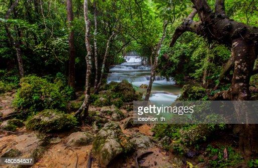 El Huai Mae Khamin cascada : Foto de stock