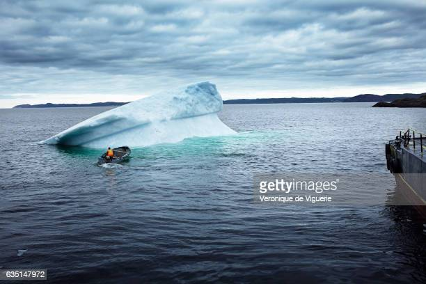 The iceberg that Ed Kean and his team were harvesting started flipping They had to let it go and choose another one because it's too dangerous As...