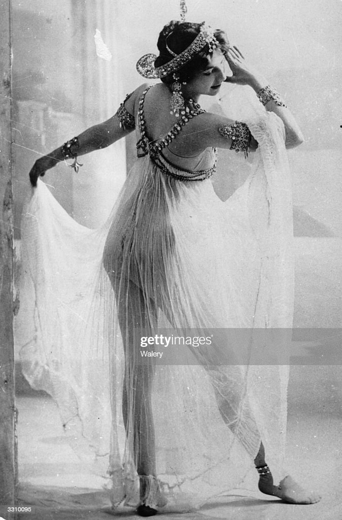 The infamous Dutch spy Mata Hari, real name Margarete Geertruida Zelle (1876 - 1917) who was born in Leeuwarden and became a dancer in France is performing the Dance of the Seven Veils.