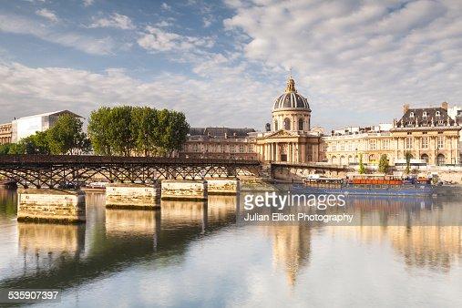 The Institut de France and the Pont des Arts : Foto de stock