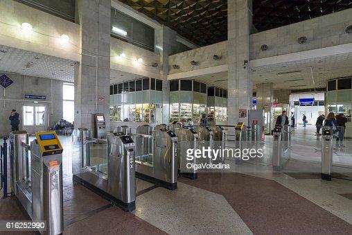 The interior of  train station with turnstiles in Vladimir, Russia : Foto de stock