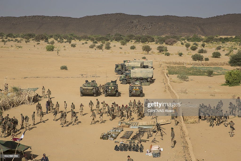 the intervention of the French army in Mali paratroopers and legionnaires in the valley of Ametatai and Iforas, weapons and ammunition taken to the rebels of AQIM on March 7, 2013.