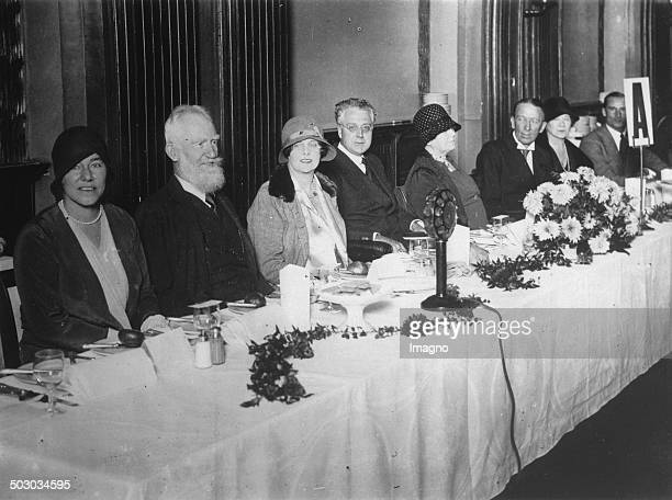 The Irish writer George Bernard Shaw and John Irving and actor Gerald du Maurier at a banquet of the club of the English art critic at the Café Royal...