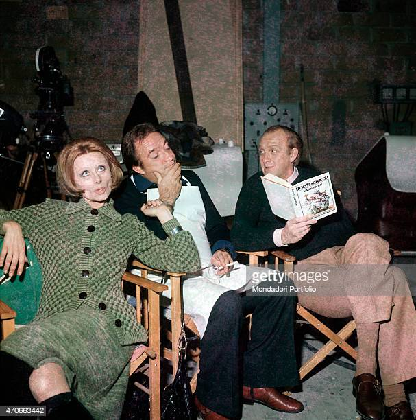 'The Italian actors Ugo Tognazzi Raimondo Vianello and Sandra Mondaini joke sitting at the presentation of Tognazzi's book L'abbuffone Italy 1974 '
