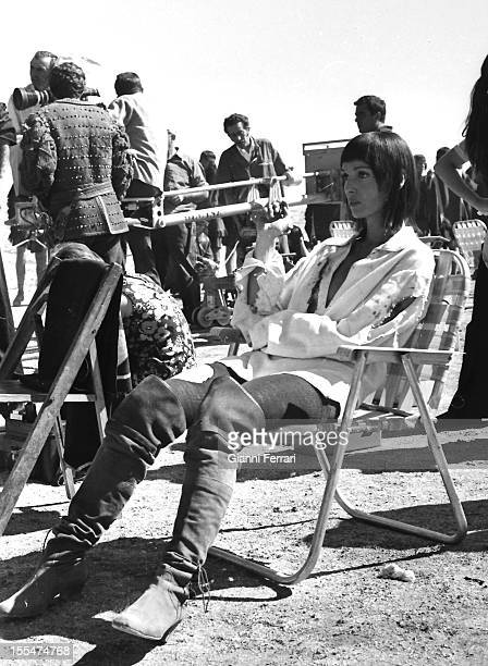 The Italian actress Elsa Martinelli during a break in the filming of the movie `La Araucana' near Madrid Madrid Castilla La Mancha Spain
