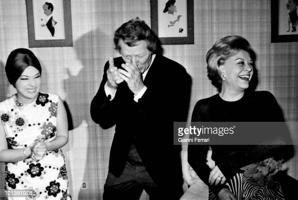 The italian actress Giulietta Masina in an exhibition of paintings with the flamenco dancer Lucero Tena and US actor Danny Kaye Madrid Spain