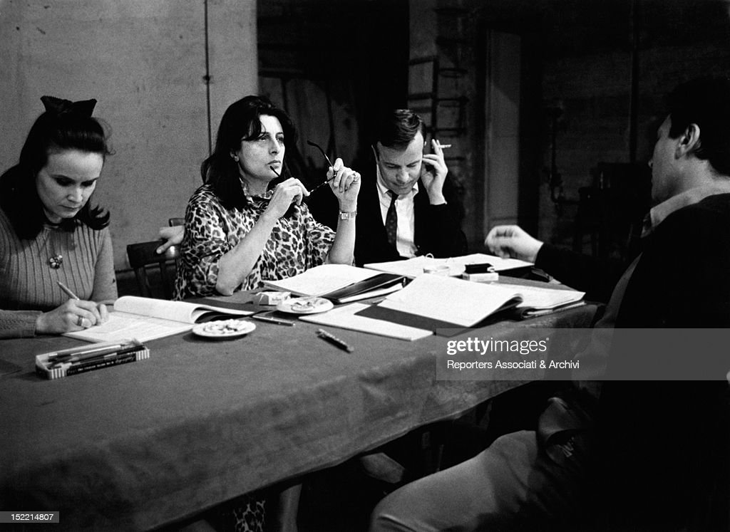 The Italian actresses Anna Maria Guarnieri and Anna Magnani the Italian director Franco Zeffirelli and the Italian actor Osvaldo Ruggeri studying the...