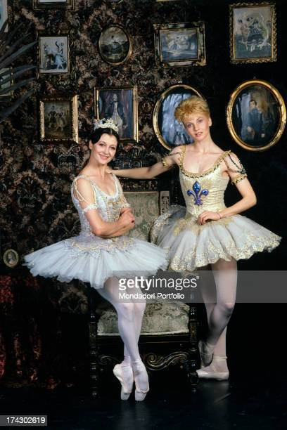 The Italian ballerina and star of the Scala Carla Fracci poses in ballerina clothing in the company of the showgirl Lorella Cuccarini in a room with...