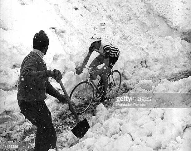 The Italian cyclist Italo Zilioli cycling in the snow during the 20th stage of the Giro d'Italia MadesimoStelvio Stelvio 3rd June 1965