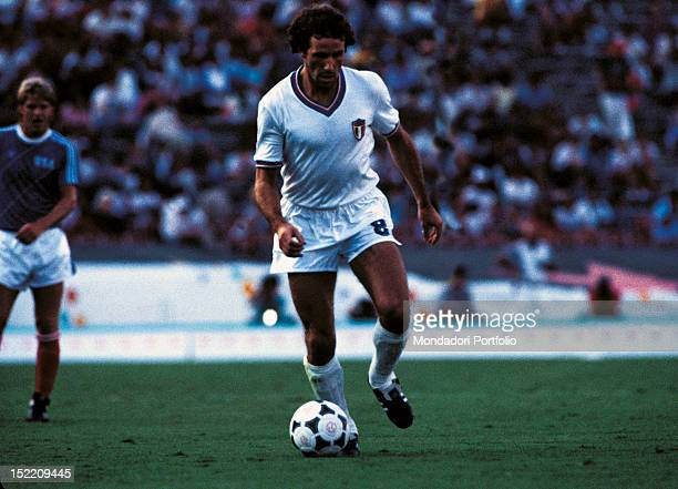 The Italian football player Franco Baresi with the ball between his feet on Rose Bowl ground during the football match ItalyUSA at the Los Angeles...