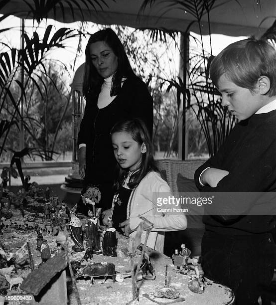 The Italian Lucia Bose 'Miss Italia 1947 and actress prepares the nativity of Jesus along with her children Lucia and Paola at her home in Somosaguas...