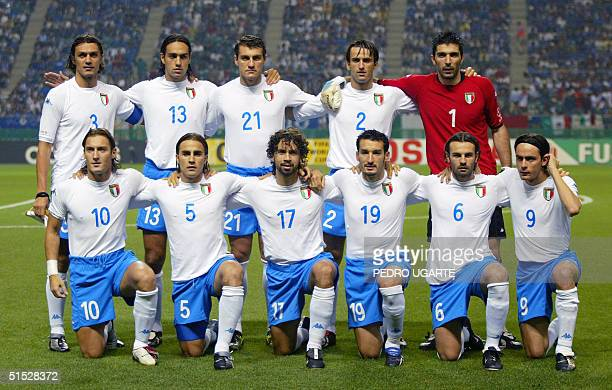 The Italian team poses on the green before match 43 group G of the 2002 FIFA World Cup Korea Japan 13 June 2002 in Oita Japan Paolo Maldini...
