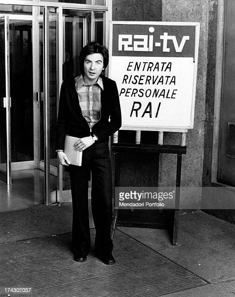 The Italian television anchor and author Paolo Limiti at the entrance of Rai television studios during the famous transmission Rischiatutto of which...