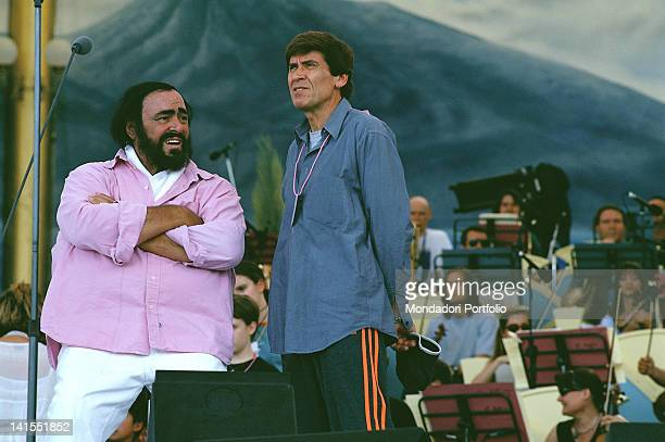 The Italian tenor Luciano Pavarotti and the Italian singer Gianni Morandi talking during the rehearsals for the show 'Pavarotti Friends' Modena June...