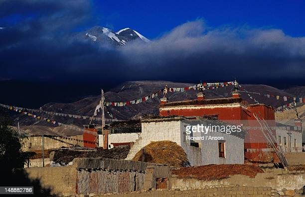 The Jampa Lhakhang (temple) built in 1447/48 and the mountains that form the border between Upper Mustang and Tibet.