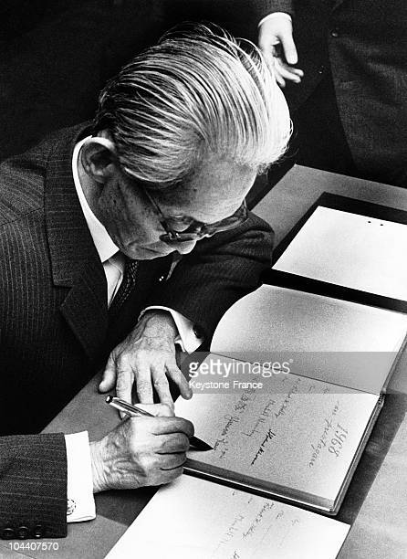The Japanese writer Yasunari KAWABATA signing the book permitting him to receive the check given to Nobel Prize winners after having received his...