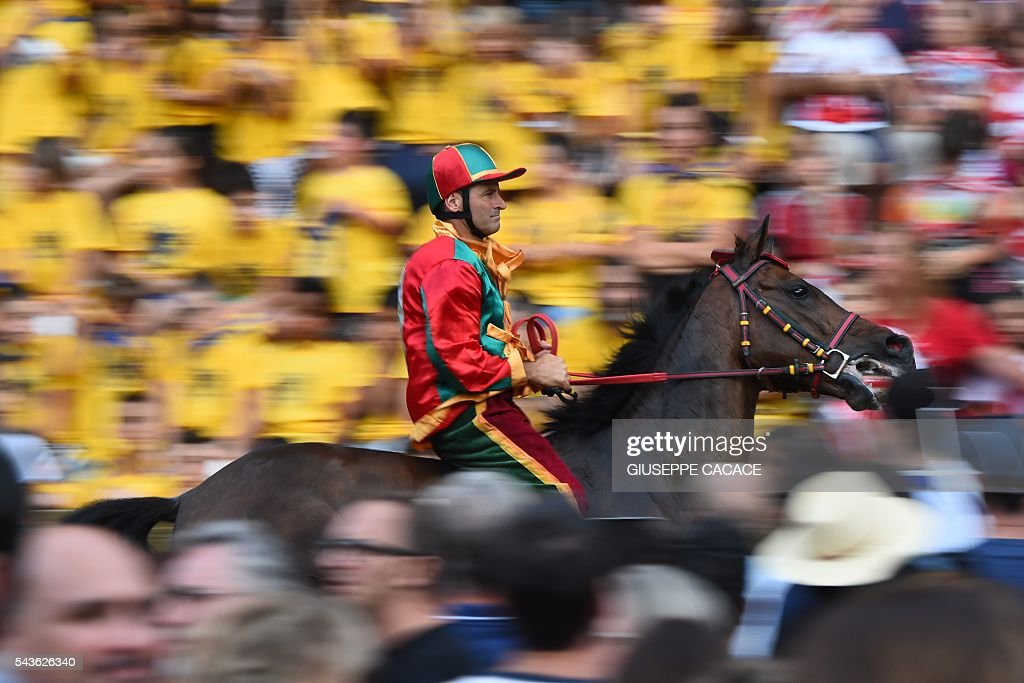The jockey of the 'Contrada of Drago' competes during a proof-race of the historical Italian horse race of the Palio of Siena on June 29, 2016 in Siena. / AFP / GIUSEPPE