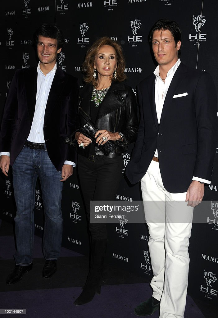 The journalist Nati Abascal with her two sons in the inauguration of 'Mango', a shop for men, 2nd April 2009, 'Pacha', Madrid, Spain.