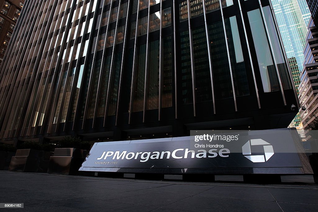 The JP Morgan Chase building is seen March 24, 2008 in New York City. The banking giant posted a $2.7 billion profit in the second quarterJuly 16, 2009, a 36% jump from 2008. Revenues were up 39%, at $25.62 billion.