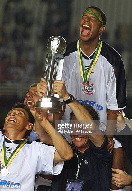 The jubilant Corinthian's player Marcelinho celebrates with his coach Oswaldo De Oliveira after their victory over Vasco De Gama in the first FIFA...